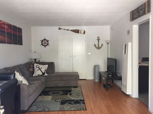 Apartment in Brentwood near Santa Monica Beach!