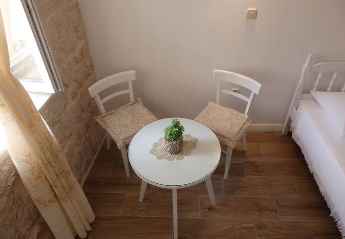 T0RGA (Kut) - stone house room - Vis