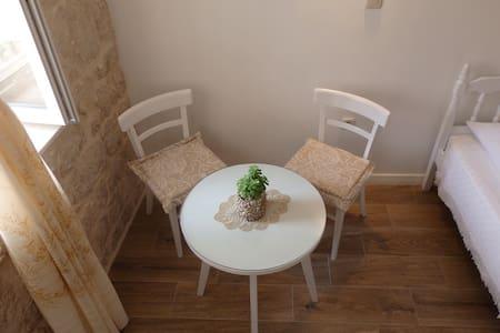 T0RGA (Kut) - stone house room - Vis - Hus