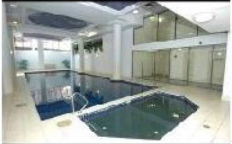 Has gym pool