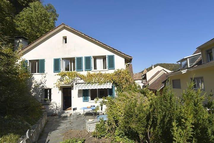 Ganzes Haus mit grossem Garten