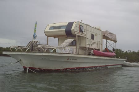 Floating RV Camper on 40-foot Barge - 船