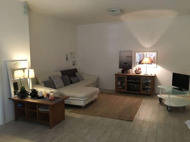 Zona salotto, spazio ben organizzato, divano (letto), TV, zona relax  Seating area, well-organized space, sofa (bed), TV, relaxation area