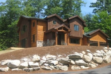 Luxury Mountain Home with Ambiance and Amenities - Thornton