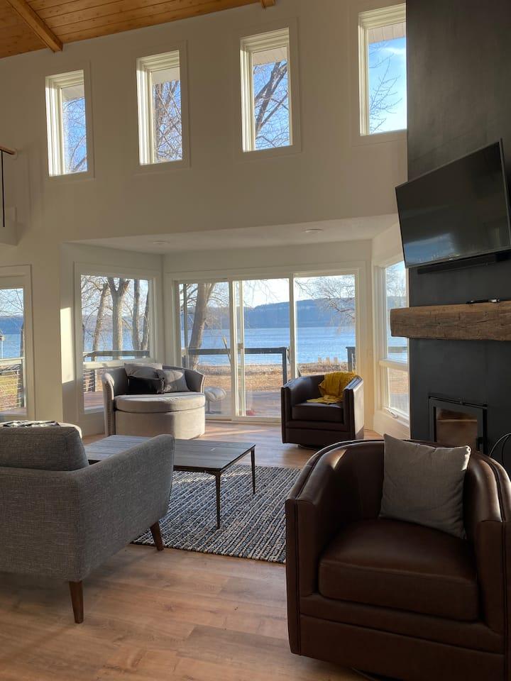 Stunning 4bed/3bath Renovated House on Lake Pepin