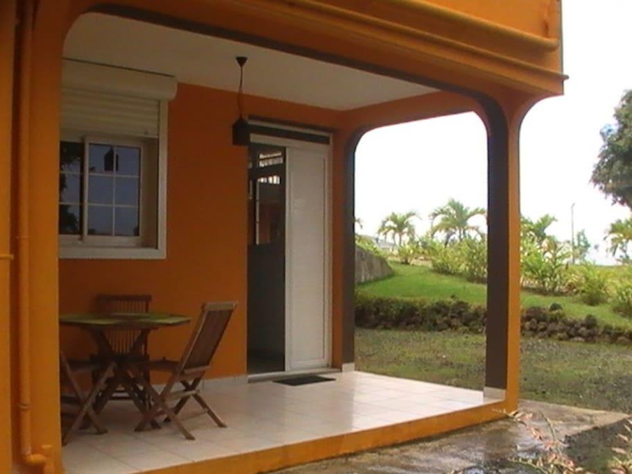 un studio confortable nid douillet maisons louer gp guadeloupe. Black Bedroom Furniture Sets. Home Design Ideas