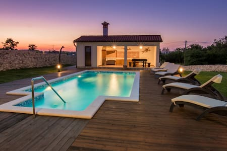 Villa Anica - luxury holiday home - Markoci
