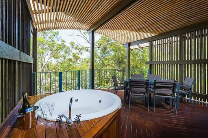 3 Bed Banksia Spa Villa. Kingfisher. Fraser Island