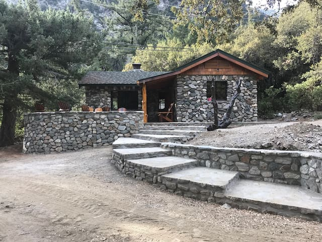 Cabin 18 San Fransisco at Historic SnowCrest Lodge