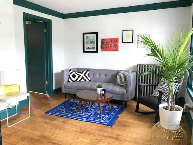 Stylish 1 bed apt in MKE's hippest neighborhood