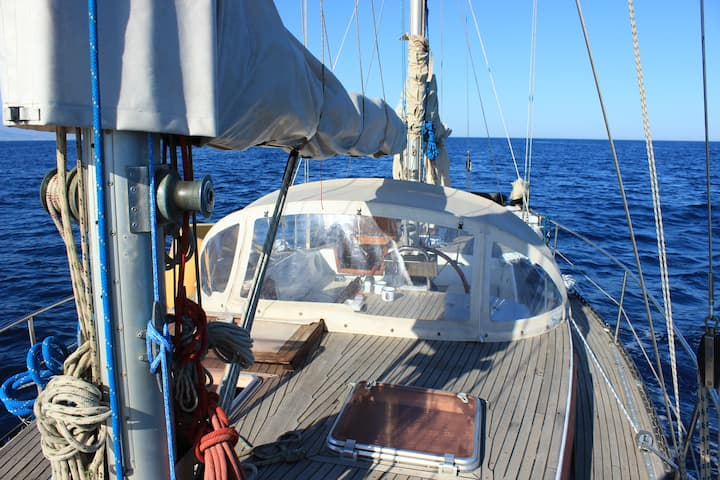 Enjoy your holiday on our Sailboat Hecate