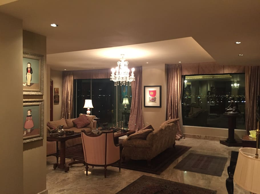 Living Room w/panoramic view of Daule River and Guayaquil