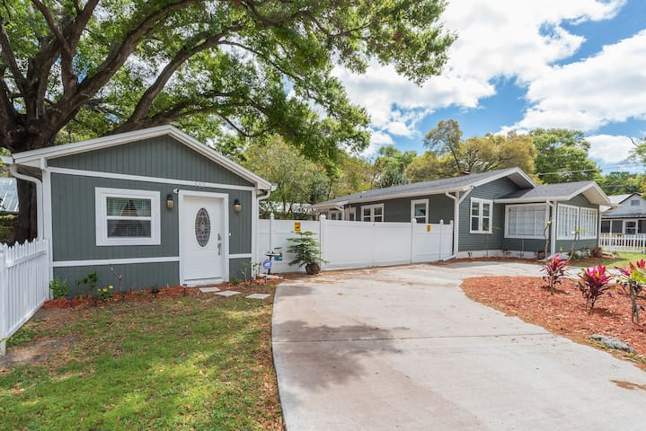 Quaint Dream Cottage - Tampa - Bungalov