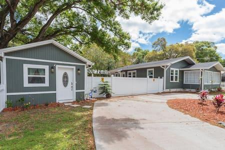 Quaint Dream Cottage - Tampa - Bungalo