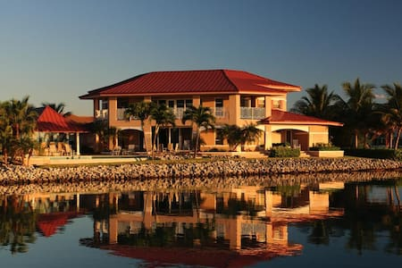 Sea Grape Villa - west grand bahamas
