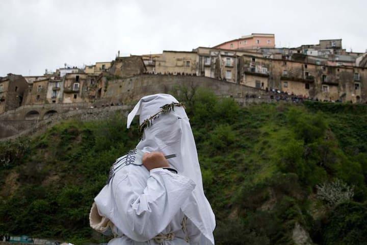SPECIALE PASQUA a Badolato, Borgo e Tradizioni - Badolato - Huis