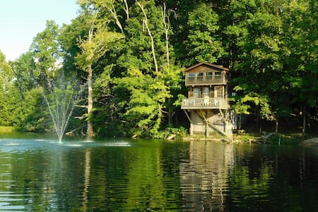 Tiny House on the lake 5 minutes to town - Kisház