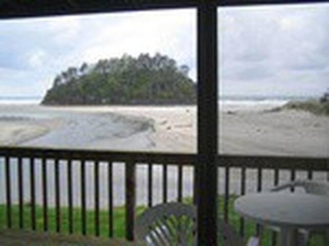 Modern Oceanfront Studio
