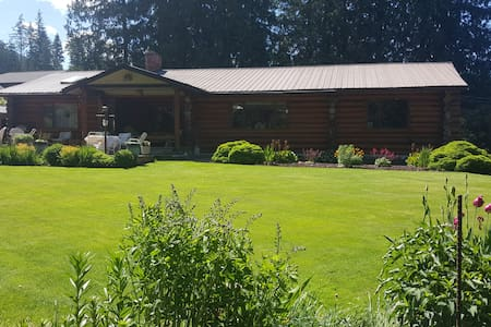 Rogers Creek Retreat Mara Lake B.C. - Sicamous - Casa