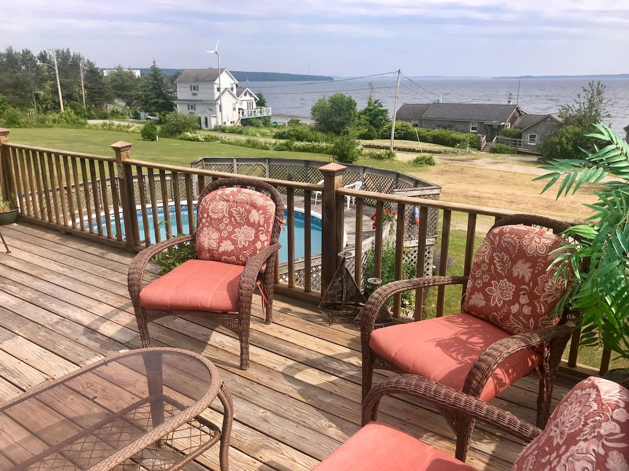 3 BR, 2 Full Bath house with comfortable deck overlooking the Penobscot Bay and private pool.  Shore access for playing on the beach and searching tide pools!