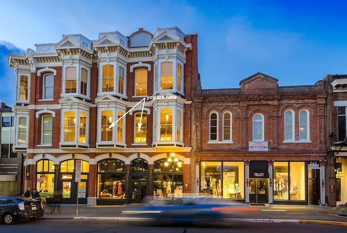 Heritage loft in the heart of town - Victoria