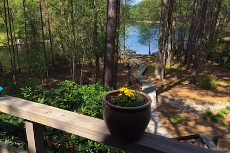 Lake Front, Private, Two Levels, Great Family Home - Whispering Pines - 獨棟
