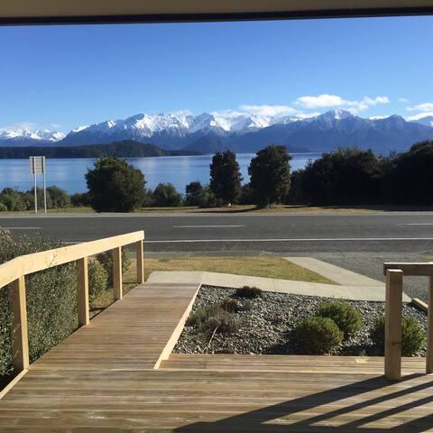 Manapouri lake house