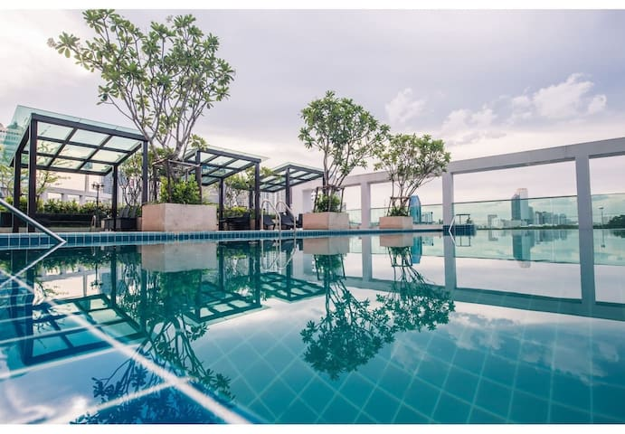 SHINY HAPPY STUDIO / 11FL / FAST WIFI / POOL & GYM - Bangkok - Hus