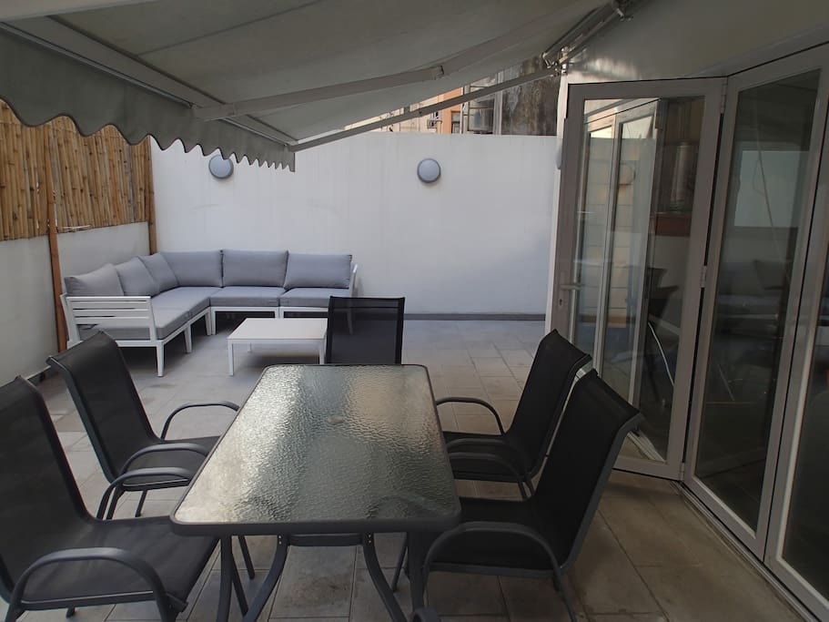 Large awning allows for use in all weathers