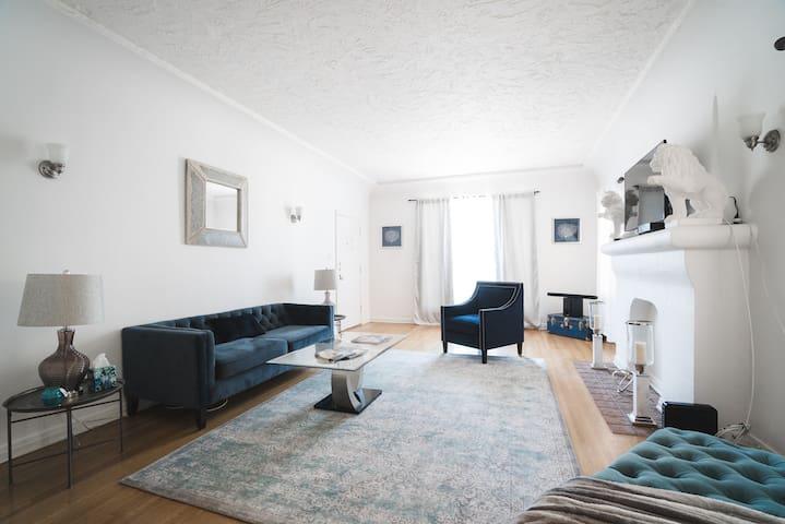 Historic huge 2 bedroom apt in Best Location