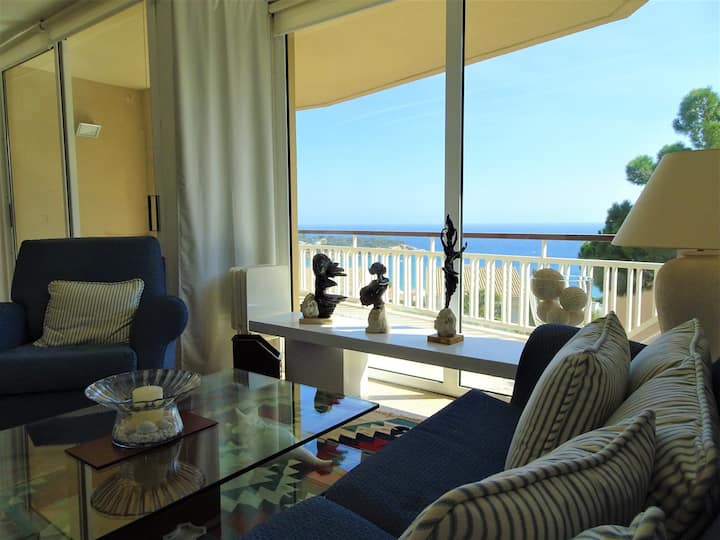 3 BR Apartment with stunning sea views