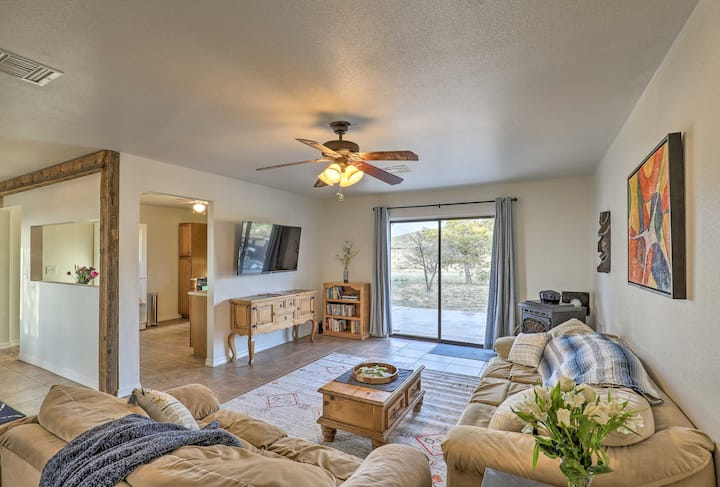 Elgin Home w/ Mountain Views ~3 Miles to Wineries!