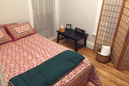 Clean room in Portland w/ parking - Lakás
