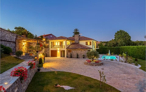 Nice home in Mucici with Outdoor swimming pool, Outdoor swimming pool and 3 Bedrooms