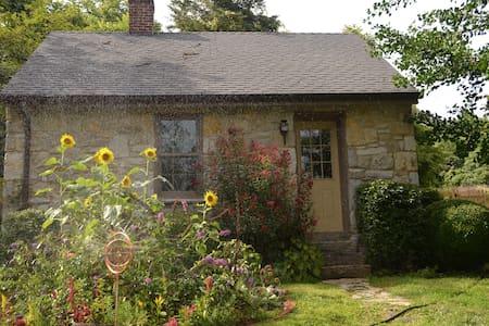 Potomac Riverfront Cottage/Historic Property