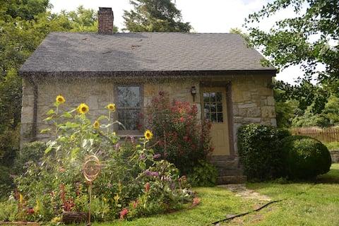 Stone Hill Riverfront Cottage/Historic Property