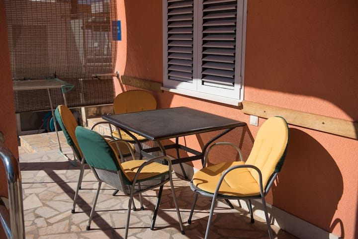 One bedroom Apartment, 200m from city center, seaside in Rogoznica, Outdoor pool, Terrace