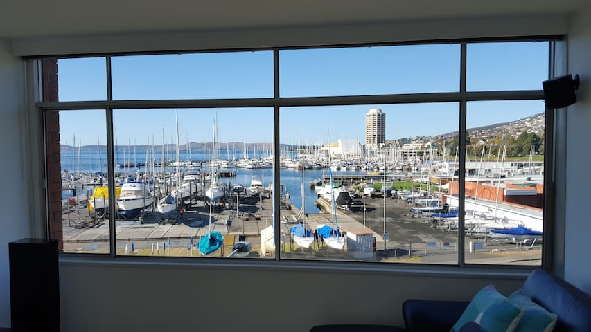 Apartment with Marina and water views - Sandy Bay - Daire
