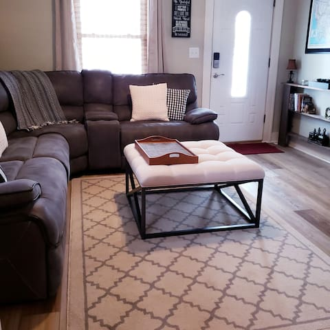 Cute Cozy Retreat in Town- Newly Remodeled & Clean