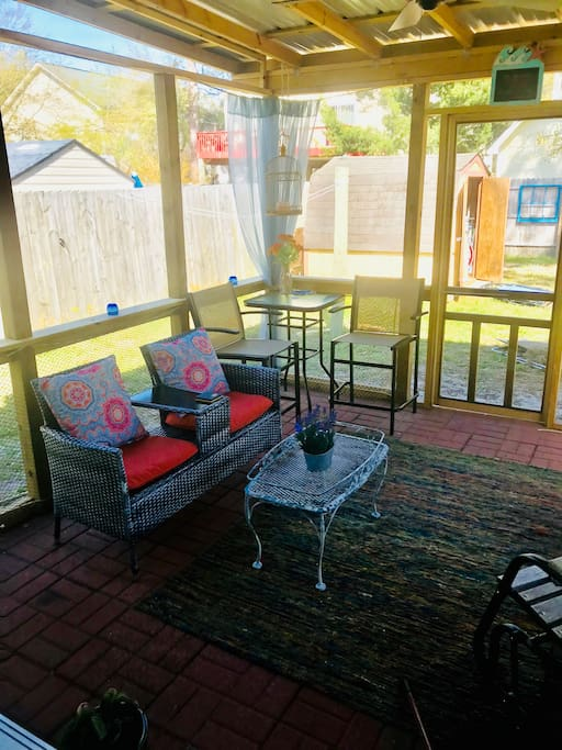 Brand new screened in porch with ceiling fan. We would greatly appreciate if you would make this a non smoking area to avoid smoke from going inside the home if you choose to leave the doors open. Thank you in advance