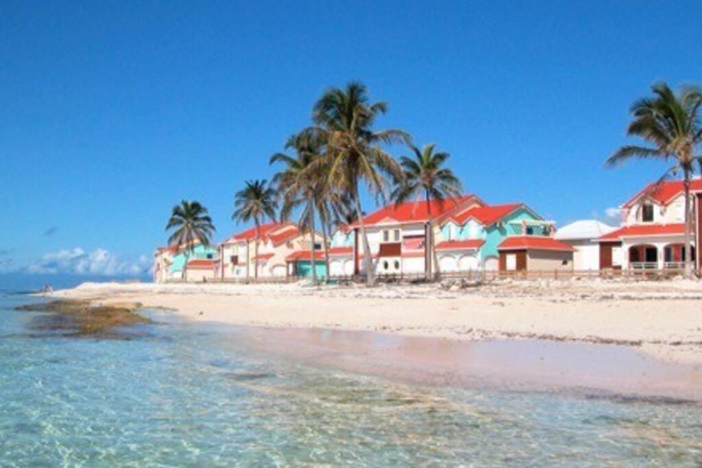 La résidence, vue de la plage