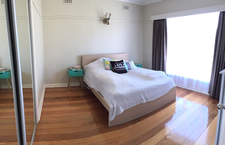 Private comfy room in Bentleigh East - Bentleigh East - House