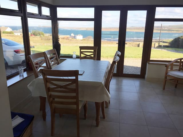 WILD ATLANTIC WAY Beautiful seaside house