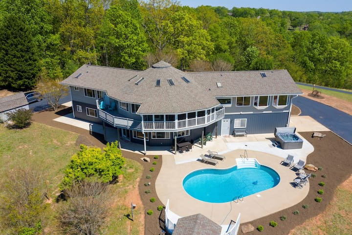 Smaland Falls: Tryon/Columbus/Asheville - Close to TIEC! Private pool & hot tub!