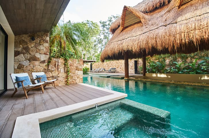 JADE - ELEGANT CHARM HOME & Private deck & Pool