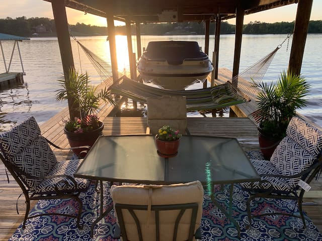 Sunset Escape on Logan Martin Lake