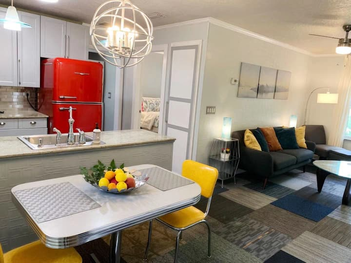 Tranquil Retro 1BR (King) Apt by Downtown Orlando