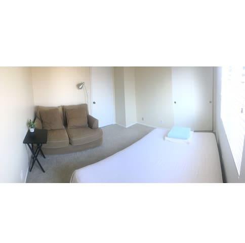 Budget Room 15 mins from LAX, beaches, frway, mall