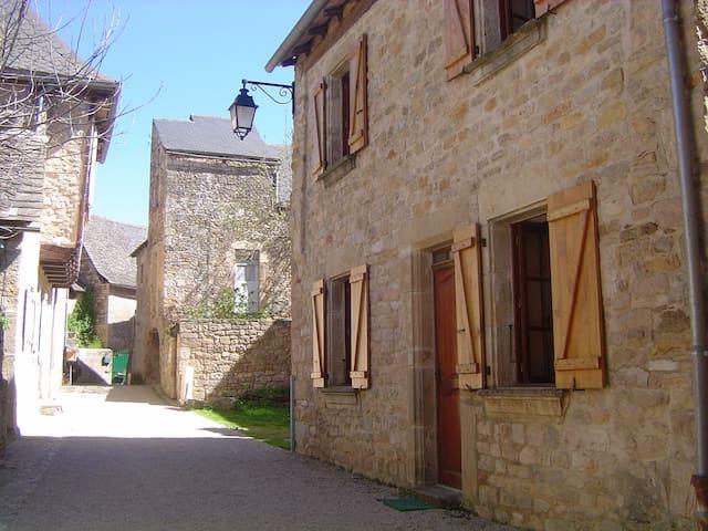 Gite 4-5 personnes dans village - Rignac - Casa