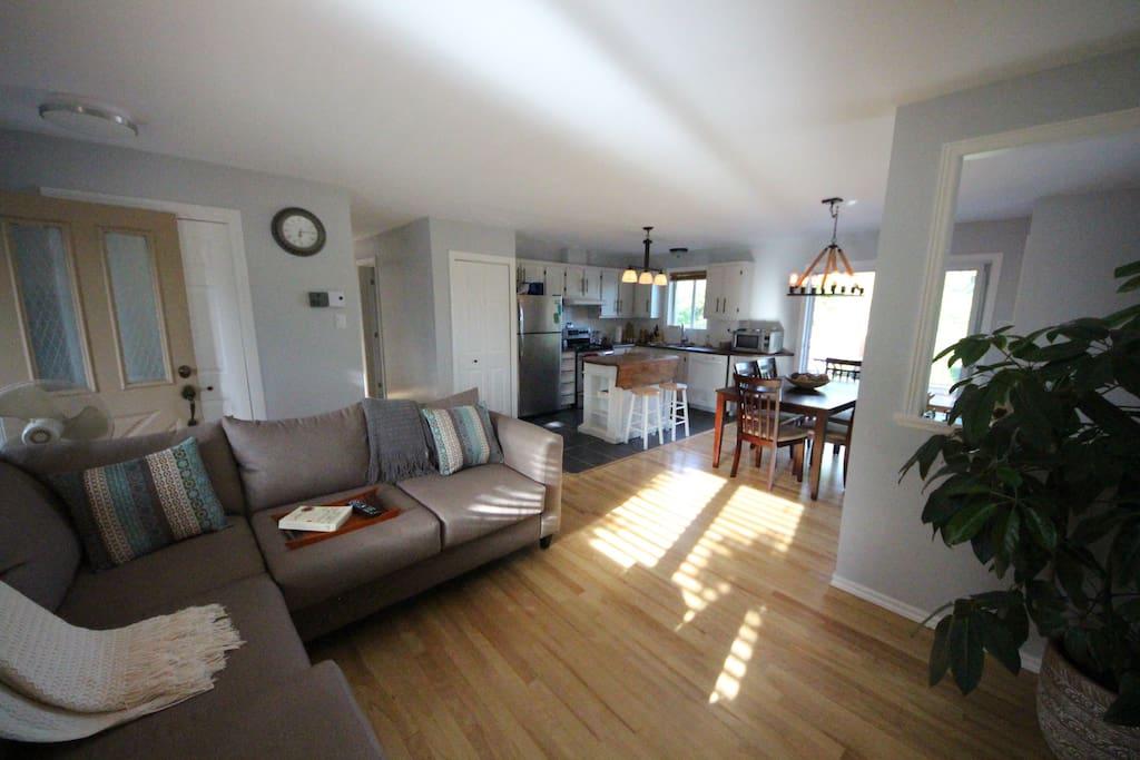 Cuisine et Salon / Kitchen and Living Room